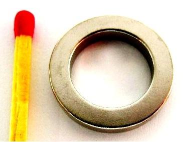Imã de Neodímio Anel N35 19,05x12,7x3,18 mm