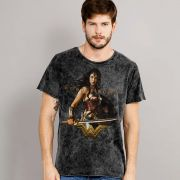 Camiseta Masculina Marmorizada Wonder Woman Warrior For Peace