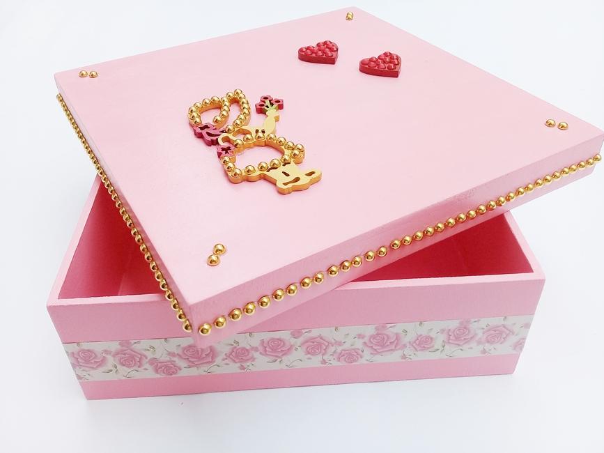 Caixa Madeira Age Play, Média Decorada Artesanal - Ref. CXM 650/0124  Rosa e dourado