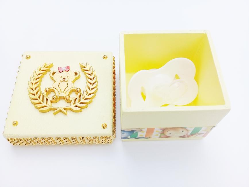 Caixa p/ Chupeta Age Play Pequena decorada Artesanal - Ref CXP 667/0124 Amarelo e Doruado