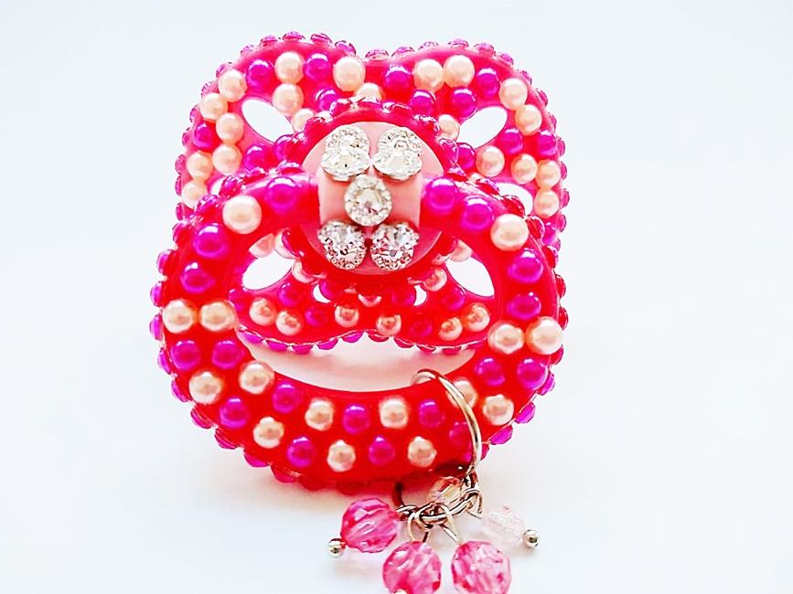 Chupeta Age Play  artesanal  decorada - Ref. chu 500/0124 Pink e Pingente