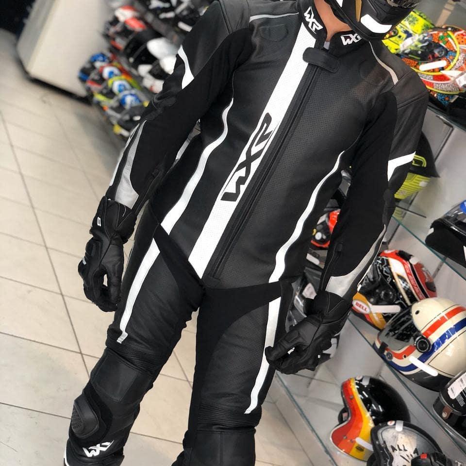Macacão WXR 1 Peça Preto/Branco - OFERTAÇO - Ganhe: Protetor de Coluna Tutto Combat  - Planet Bike Shop Moto Acessórios