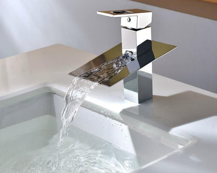 Torneiras Banheiro Luxo em Casa  Lustres, Pendentes, Torneiras e Chuveiros -> Torneira Para Pia De Banheiro Automatica