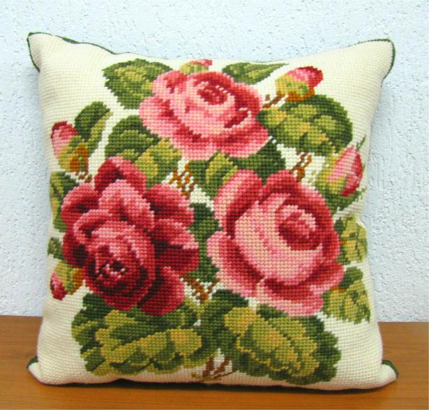 Almofada Grande Arranjo de Rosas Cor-de-rosa III  - Conceição Spinola Tapeçaria