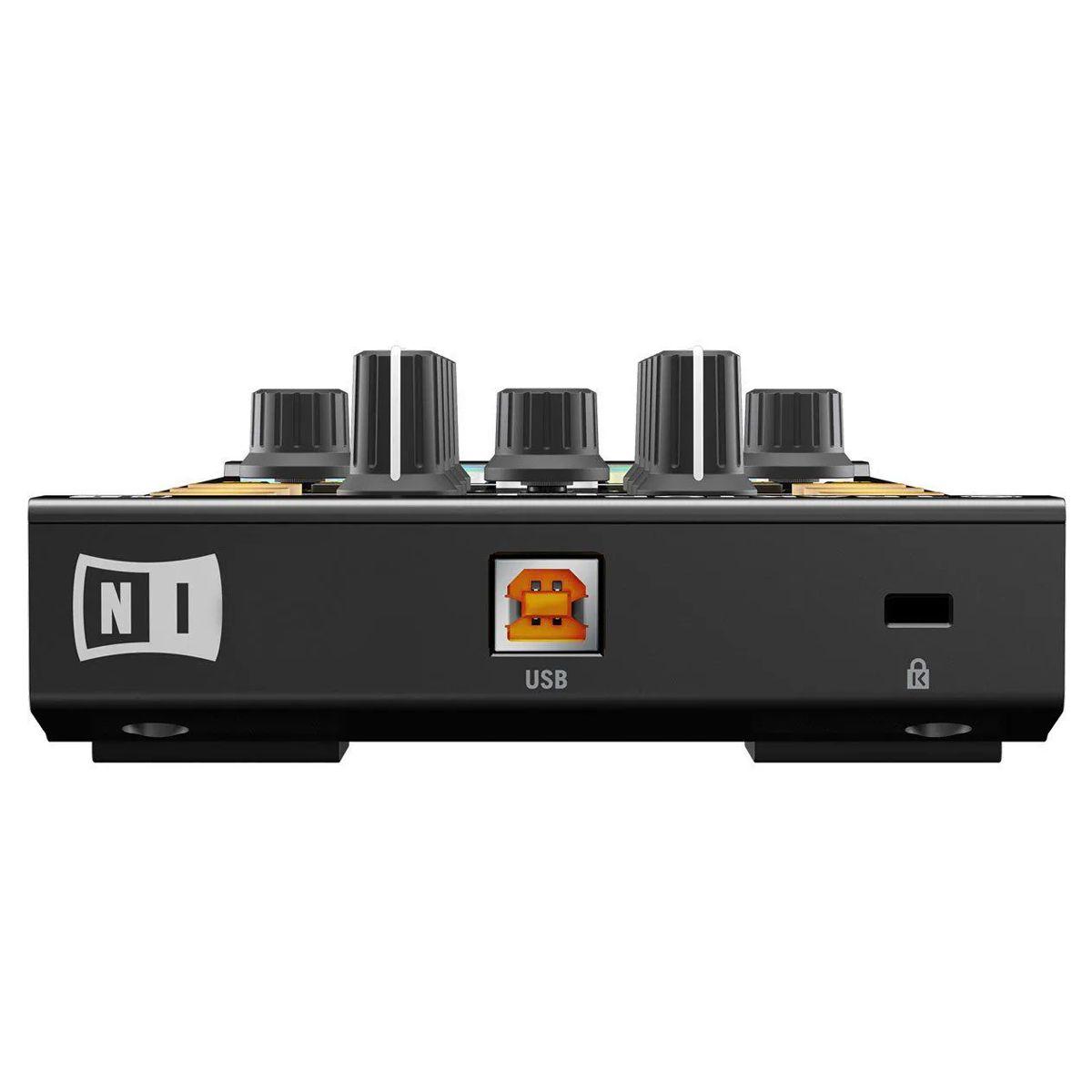 Controladora Native Instruments Traktor Kontrol X1 com case UDG