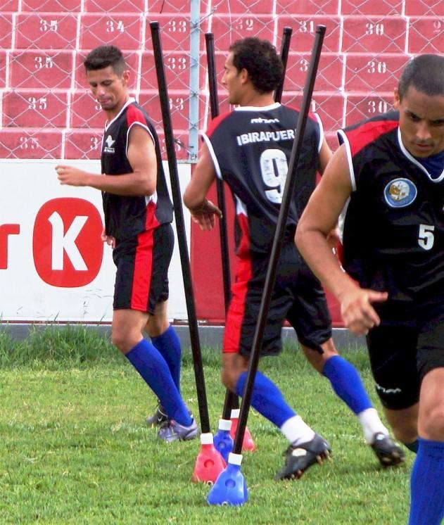 ESTACA PARA TREINO EM CAMPO, GRAMADO E AREIA - UNIDADE  - Actualsports  Equipamentos Esportivos