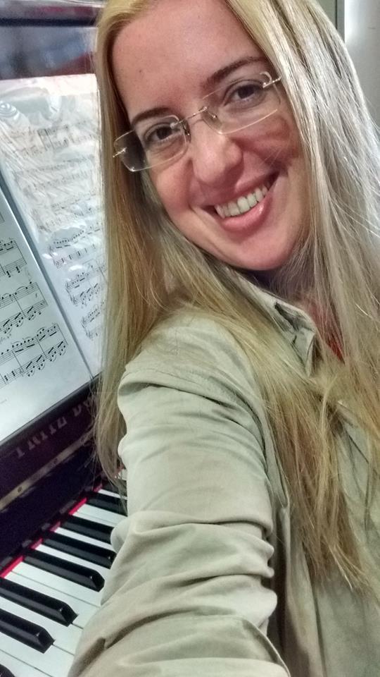 Aulas de Teclado em Juiz de Fora Professora de Música Luciane Borges - Aprenda com confiança