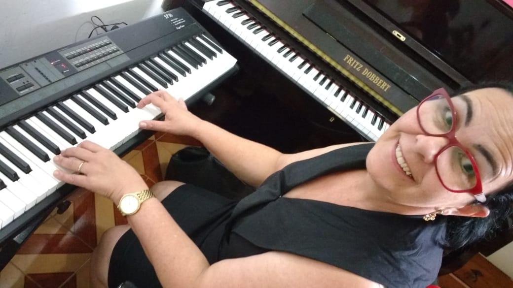 Aulas de Piano Online e Aulas de Teclado Online Professora Pedagoga de Juiz de Fora Professora de Música Luciane Borges - Aprenda com confiança | Teclado Aulas Online por Video Chamada Skype Whatsapp