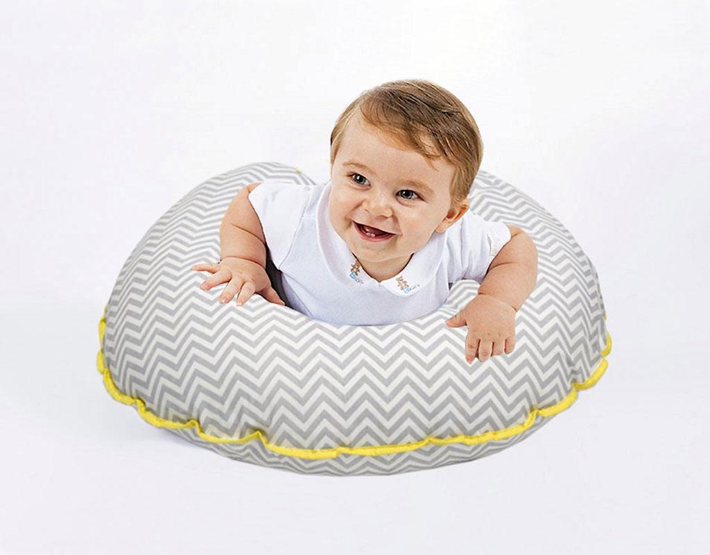 Almofada para Amamentação Baby Chevron Cinza e Amarelo