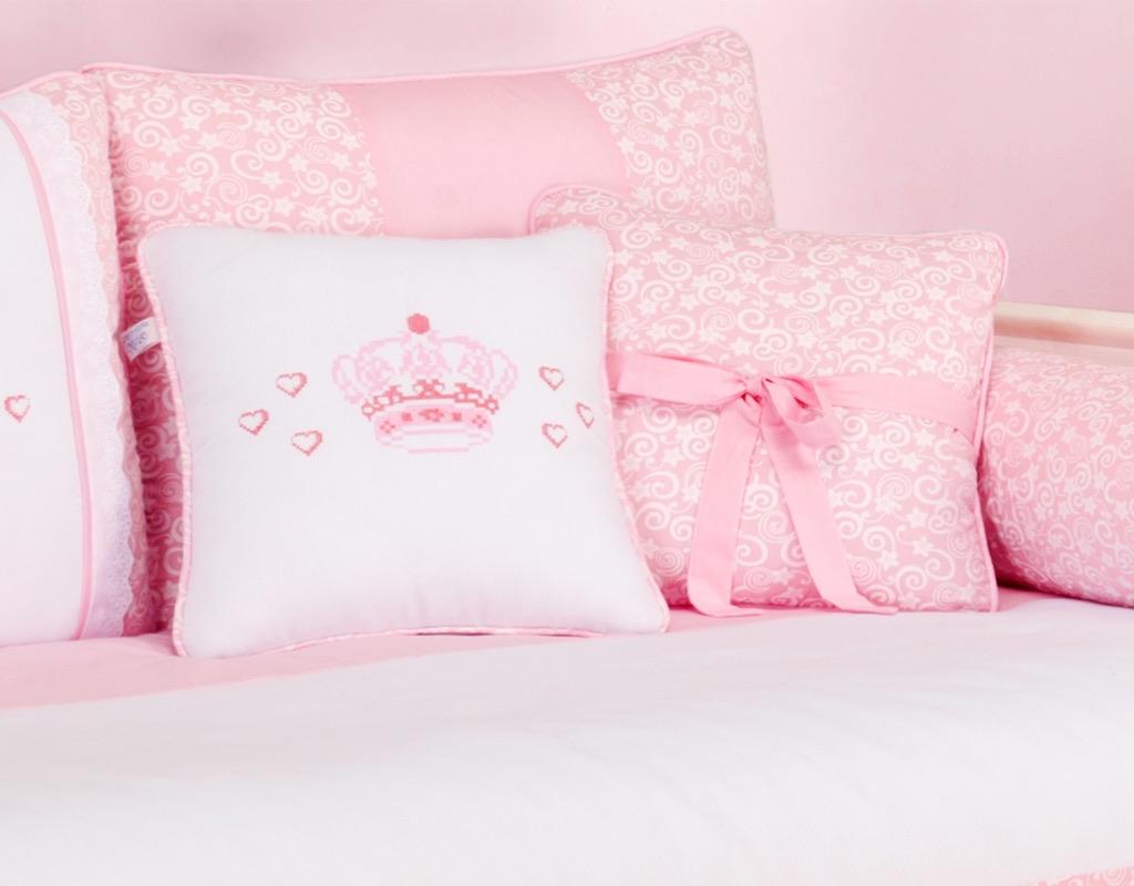 Almofada para decoração bordada - Col. Coroa Encantada