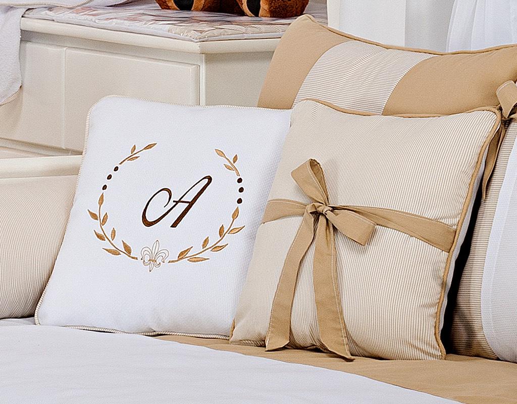 Almofada para decoração bordada - Col. Alfabeto Bege