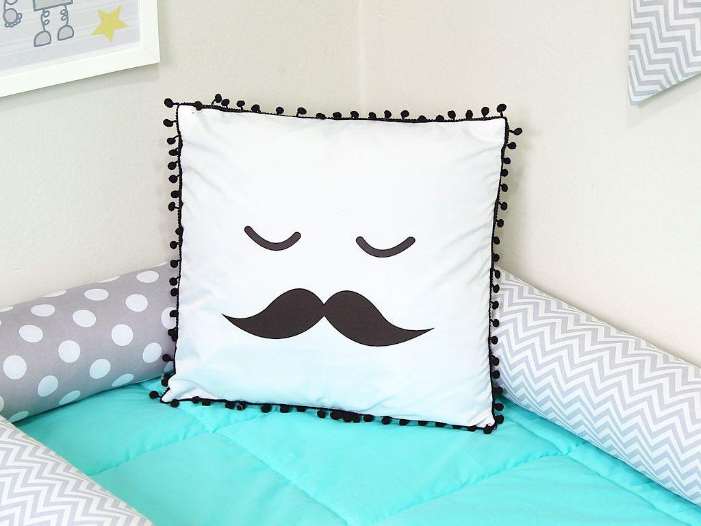 Almofada Pompom Mustache