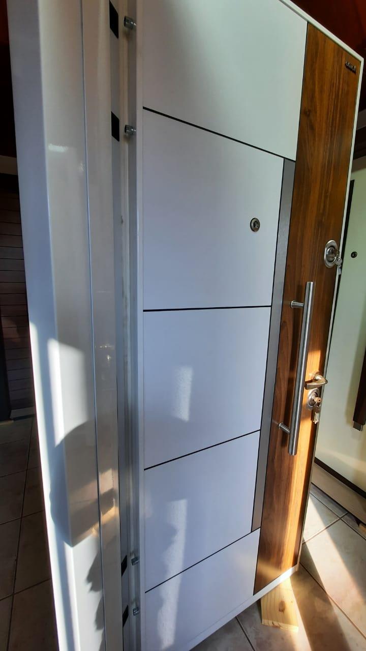 Porta de Segurança para Apartamento em Aço 0,80m 10 Pts Travamento Emek L-302 - Esquerda