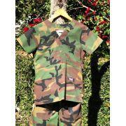 Conjunto Scrub Anatomys Feminino Camuflado ARMY Camisa com ajuste para acinturar Atras e Cordão VERDE para Calça Tecido 100% Algodão
