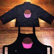 Dólmã Classica BRIGADEIRO PINK Preta com vivo e botões ROSA  100% algodão manga 3/4 +AVENTAL BRIGADEIRO PINK SHINE PRETO