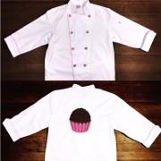 Dólmã Clássico UNISSEX BRANCO BRIGADEIRO BOTÕES PINK HEART com vivo ROSA e botões PINK HEART - 100% algodão manga 3/4