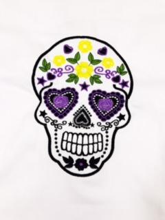 Dólmã Clássico Unissex BRANCO CAVEIRA MEXICANA  com vivo e botões pretos 100% algodão