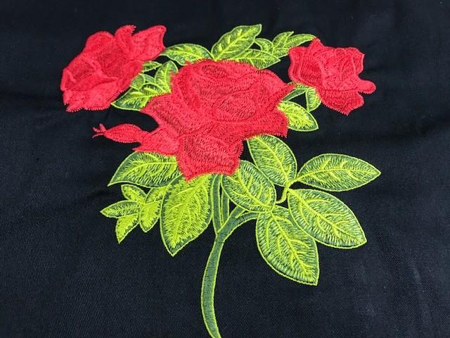 Dólmã Cecilia Feminina  Acinturada PRETA  RED  FLOWER  com vivo e botões VERMELHOS 100%  Algodão manga 3/4