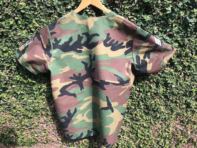 Camisa de  Pijama Cirurgico  CAMUFLADO VERDE MARROM PRETO UNISEX  Tecido 50% algodão 50% Poliéster