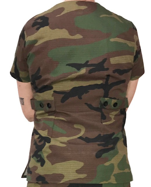 Camisa Scrub Anatomys Feminino Camuflado ARMY Camisa com ajuste para acinturar Tecido 50% Algodão 50% Poliéster