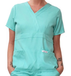 Camisa Scrub Anatomys Feminino VERDE CLARO  com ajuste para acinturar atrás  Botões VERDE Microfibra Premium 100% Poliéster
