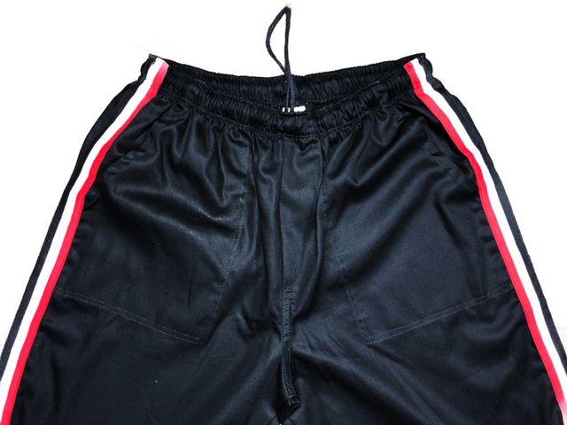 Conjunto Dólmã Clássico Unissex BRANCO com vivo ROSA e botões PINK HEART - 100% algodão manga 3/4 + Calça Preta listra Vermelha e Branca