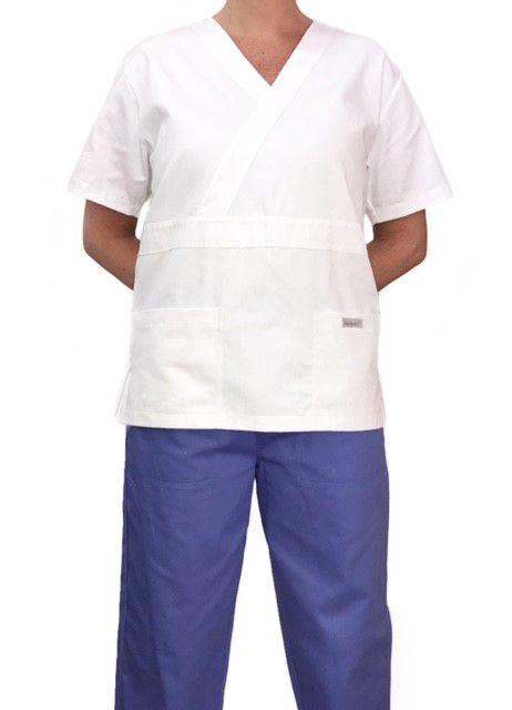 Conjunto Pijama Cirurgico SCRUB MASCULINO  Camisa BRANCA e Calça Lilás com Cordão AZUL Tecido 100% algodão