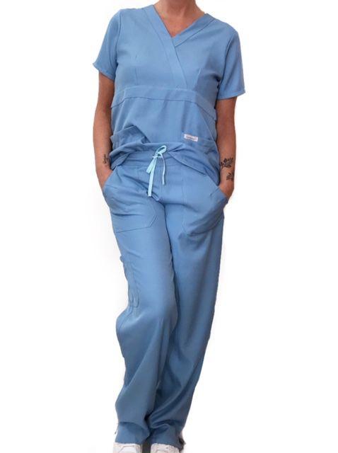 Conjunto Scrub Anatomys Feminino Azul Camisa com ajuste para acinturar Atras e Cordão Azul Claro  para Calça Tecido 100% Poliéster