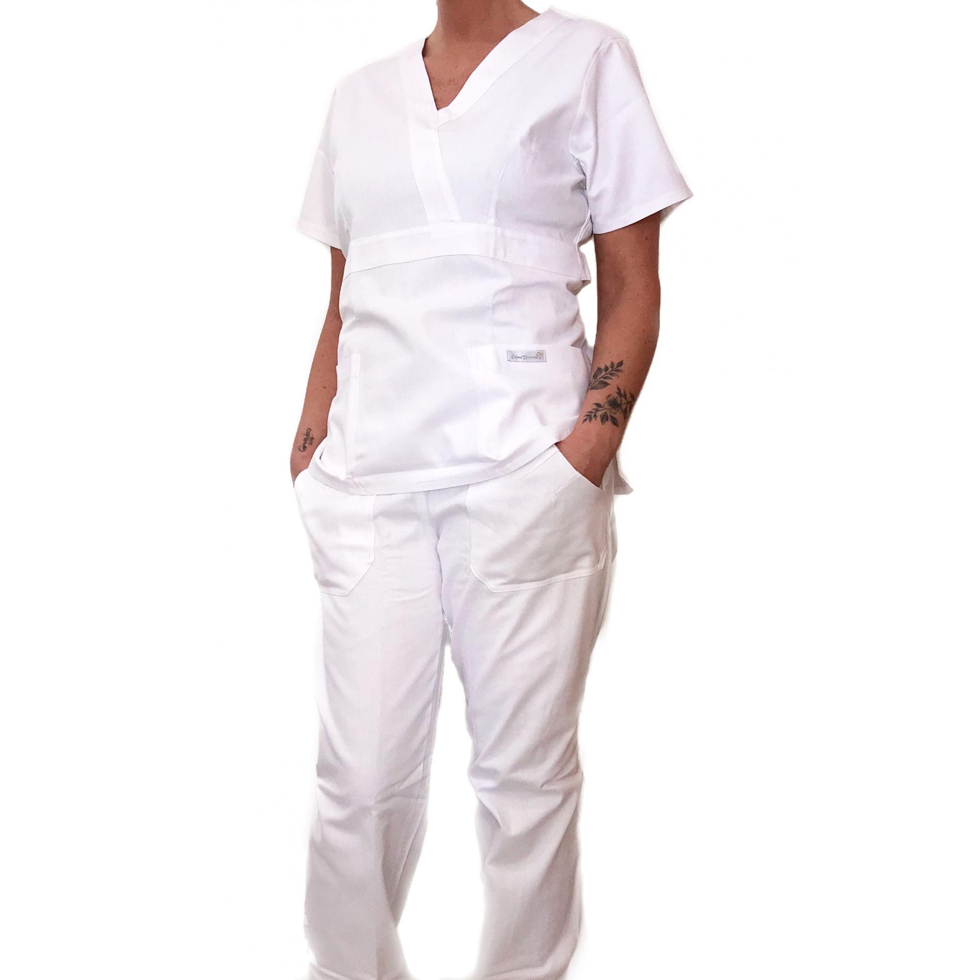 Conjunto Scrub Anatomys Feminino  BRANCO Camisa com ajuste para acinturar atrás e calça Com Elástico CINZA  e Cordão BRANCO 100% Poliéster