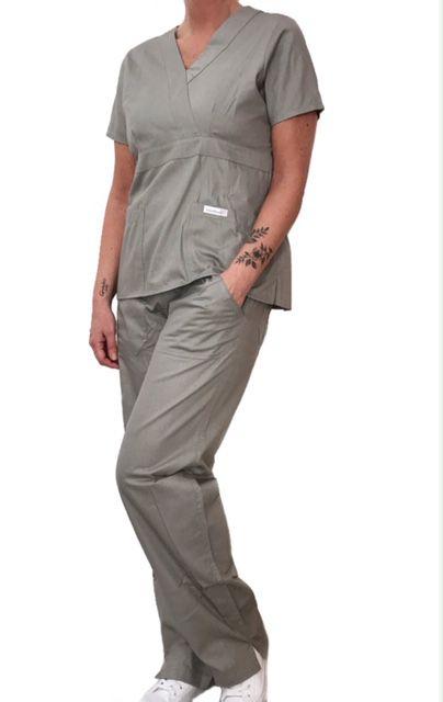 Conjunto Scrub Anatomys Feminino CINZA Camisa com ajuste para acinturar Atrás e Cordão Preto  para Calça Tecido 100% Algodão