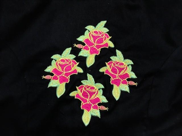 Dólmã Cecilia Feminino Acinturado PINK CROSS FLOWERS PRETO com vivo e botões PINK 100% Algodão manga 3/4