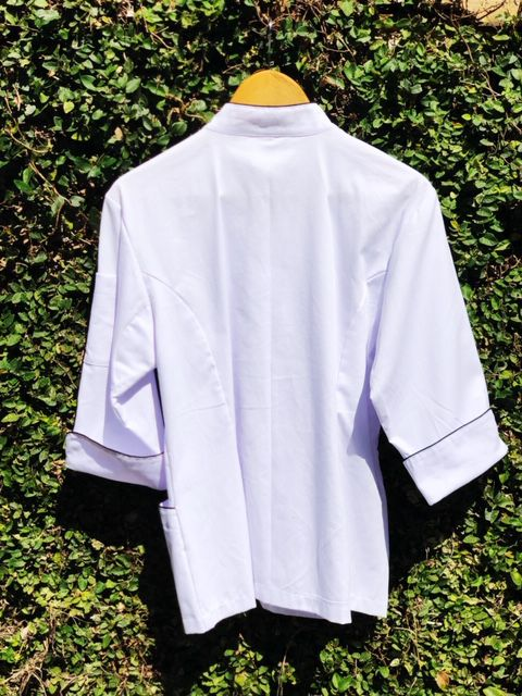 Dólmã Cecília Feminino MENU EXPLICIT Acinturado BRANCO Sarja Leve 100% algodão com vivo e botões PRETOS