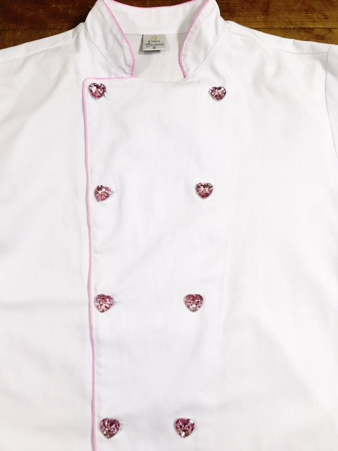 KIT: Dólmã Clássico Unissex BRANCO com vivo ROSA e botões PINK HEART 100% algodão manga 3/4 + AVENTAL BRANCO CUPCAKE ROSA E MARROM + CHAPÉU CUPCAKE