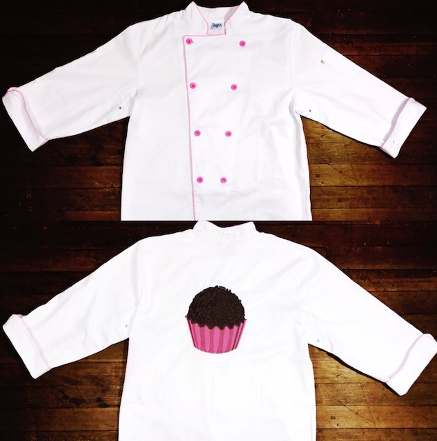 Conjunto Dólmã Clássico Unissex BRANCO BRIGADEIRO PINK com vivo e botões ROSA 100% algodão manga 3/4 + AVENTAL BRIGADEIRO PINK