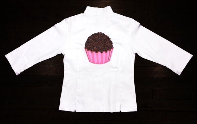 Dólmã Grace Feminina Acinturada BRIGADEIRO PINK   em Sarja 100% Algodão branco (abotoamento de pressão)