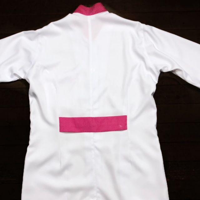 Jaleco Gola Padre Glaucia Feminino Acinturado POA PINK Botões Brancos Punho de Ribana Branco  Microfibra Premium 100% Poliester
