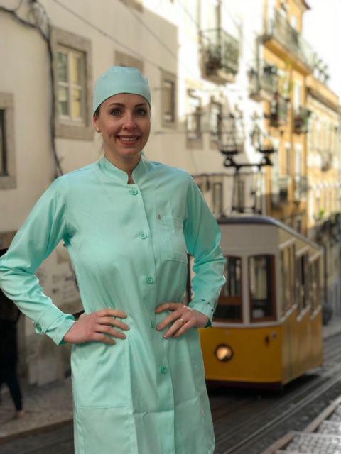 Jaleco Gola de Padre Glaucia Feminino Acinturado VERDE Punho com Presilha botão VERDE  Microfibra Premium