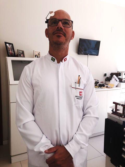 Jaleco Gola Padre BRANCO VIVO VERMELHO BOLSO E GOLA com punho de ribana BRANCO MICROFIBRA