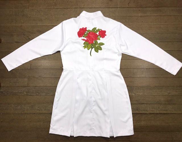 Jaleco Sissi Dress GREY HEART Bordado RED FLOWER Feminino Acinturado  ML Microfibra PREMIUM