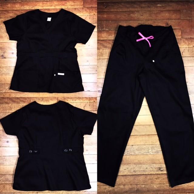 Scrub Anatomys UNISEX CONJUNTO PRETO Camisa com ajuste para acinturar Atras e Cordão Pink para Calça Tecido 100% Algodão
