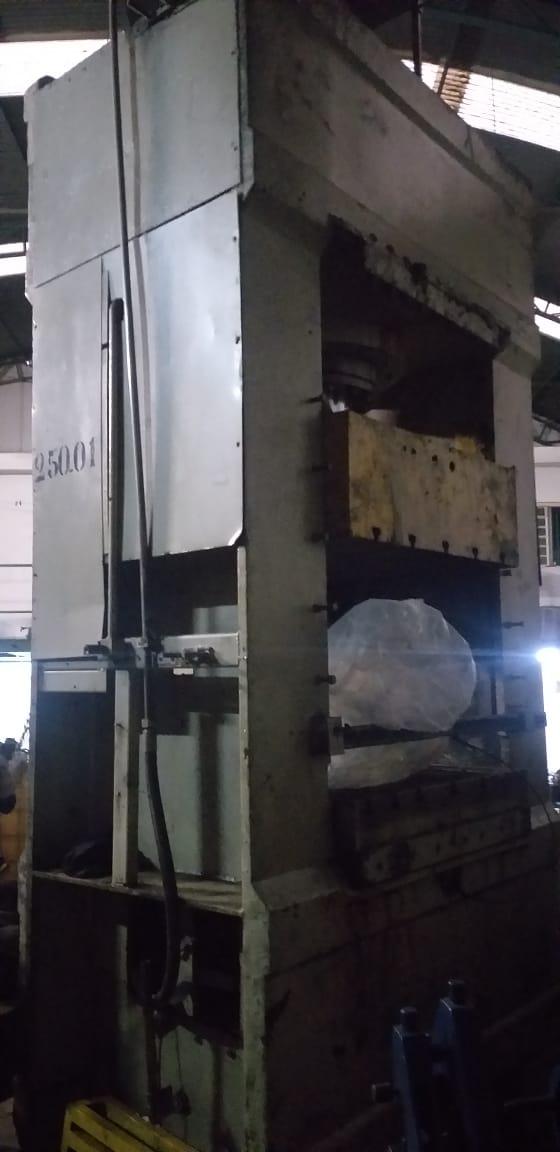 Prensa Hidráulica, capacidade 250 ton, medidas da mesa : 1200mm x 1200mm  - AEG Comercial