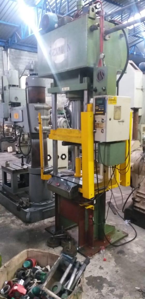 Prensa HidráulicaRexmon, cap 63 toneladas, dimensões de mesa : 800mm x 500mm  - AEG Comercial