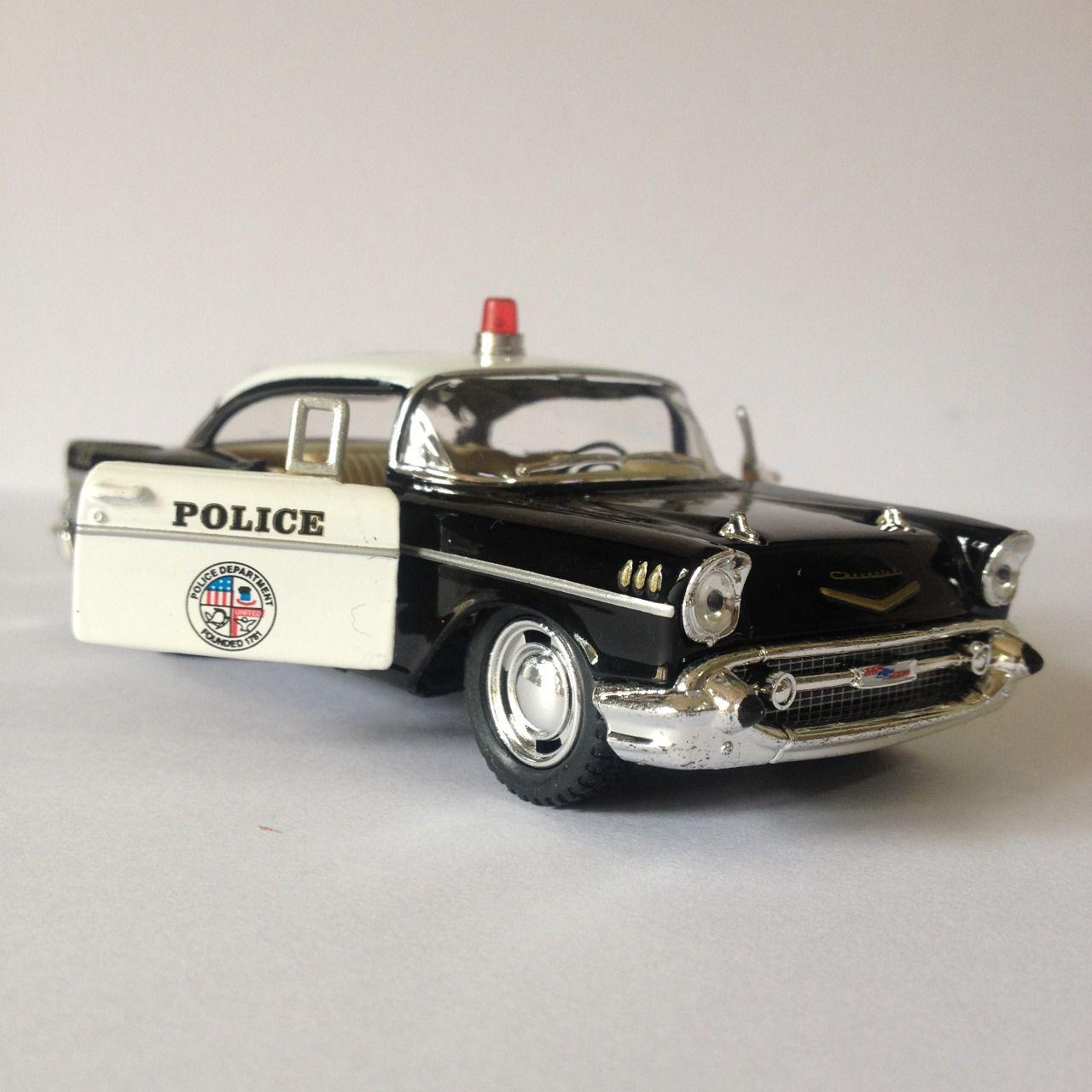 Chevrolet Bel Air (Polícia) - Escala 1:32