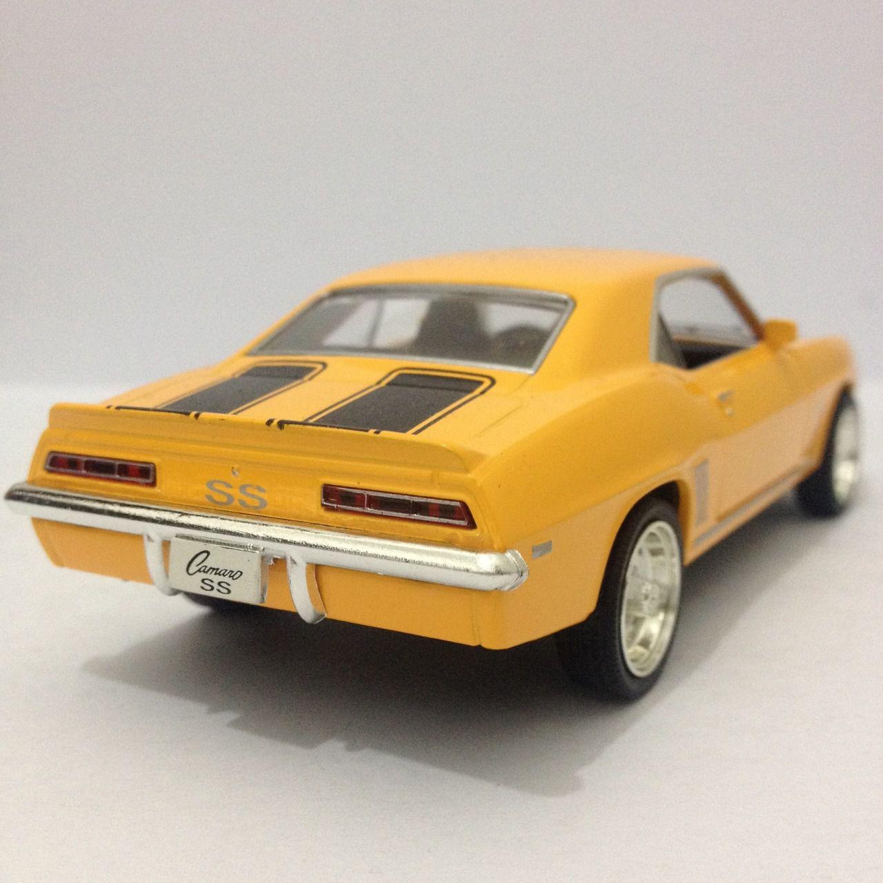 Chevrolet Camaro SS Amarelo- Escala 1:32