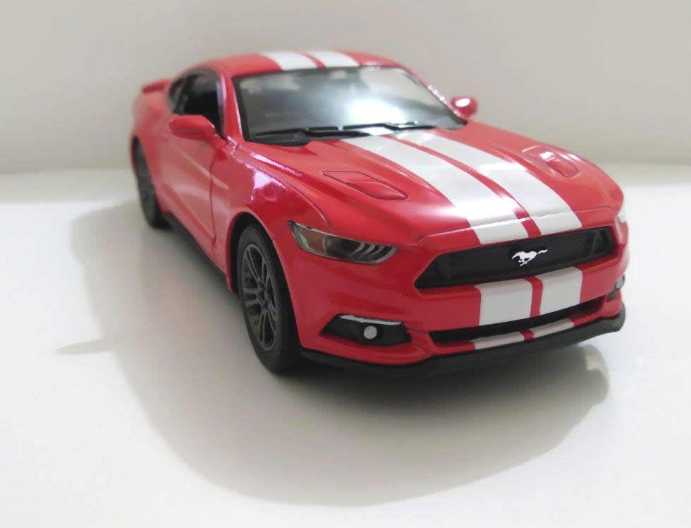 Ford Mustang 2015 Vermelho - Escala 1:32