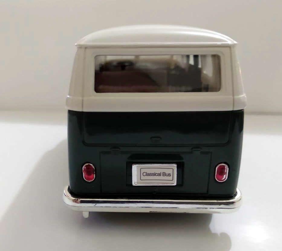 Kombi Volkswagen Branco com Verde - Escala 1:32