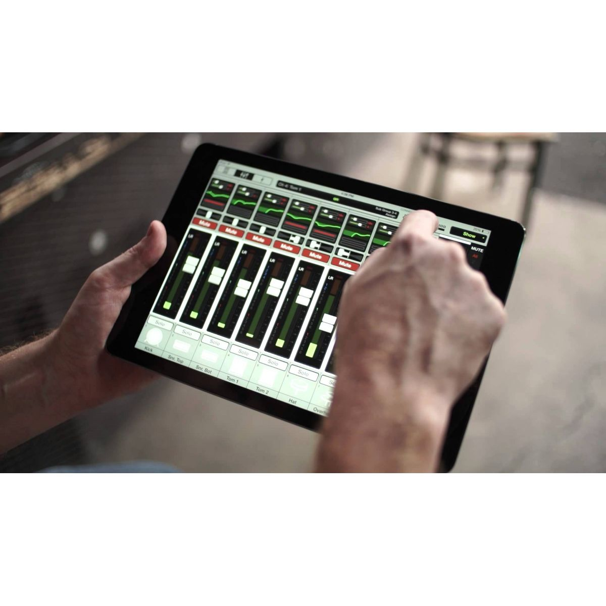 Mackie DL32r - Mixer digital com 32 canais
