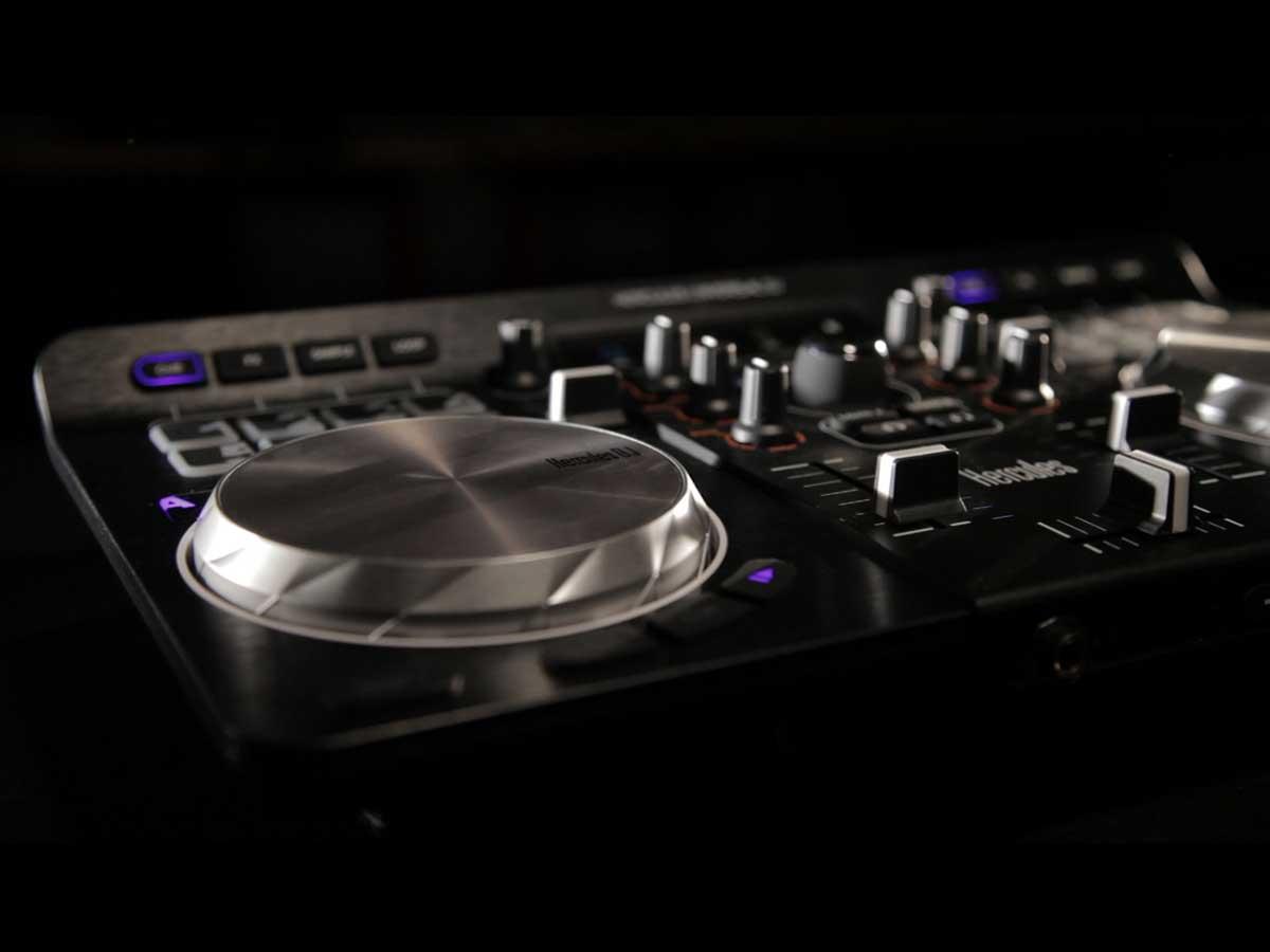 Controladora Para Dj Hercules Universal Dj com Bluetooth