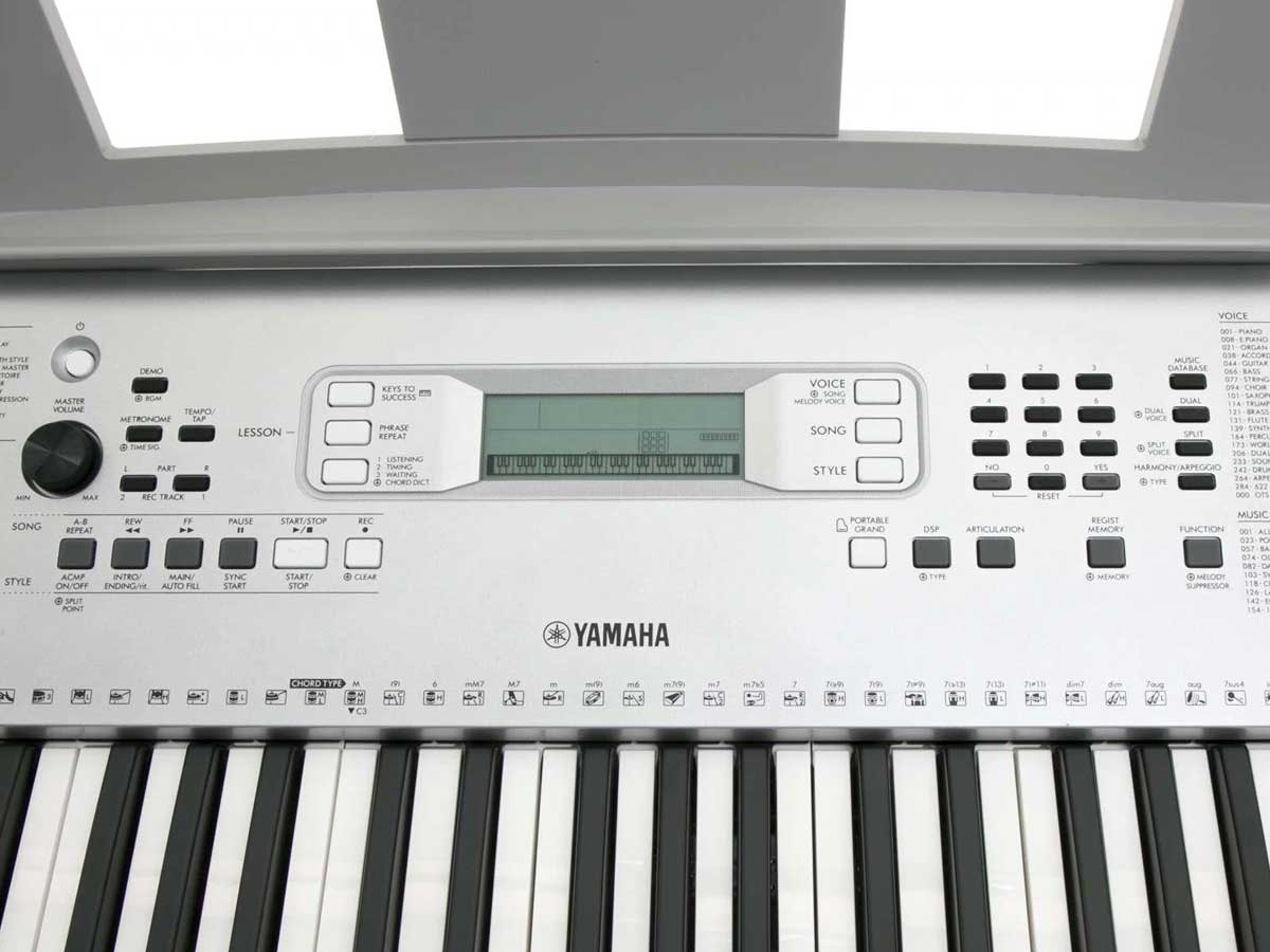 Teclado Yamaha YPT 370 - 61 Teclas