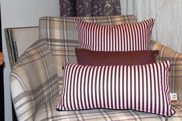 Capa de Almofada Petit Pois e Listras Rosa e Marrom Cosi Dimora